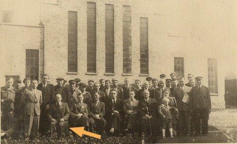 20.08.1948 r. Uruchomienie gazowni w Giżycku. Mieczysław Królik pierwszy z lewej w pierwszym rzędzie.