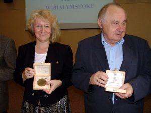 Ewa Krzonek otrzymała medal 90-lecia PZITS