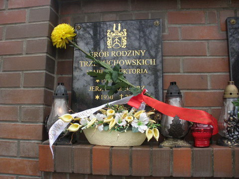 Kwiaty na grobie Jerzego Trzebuchowskiego